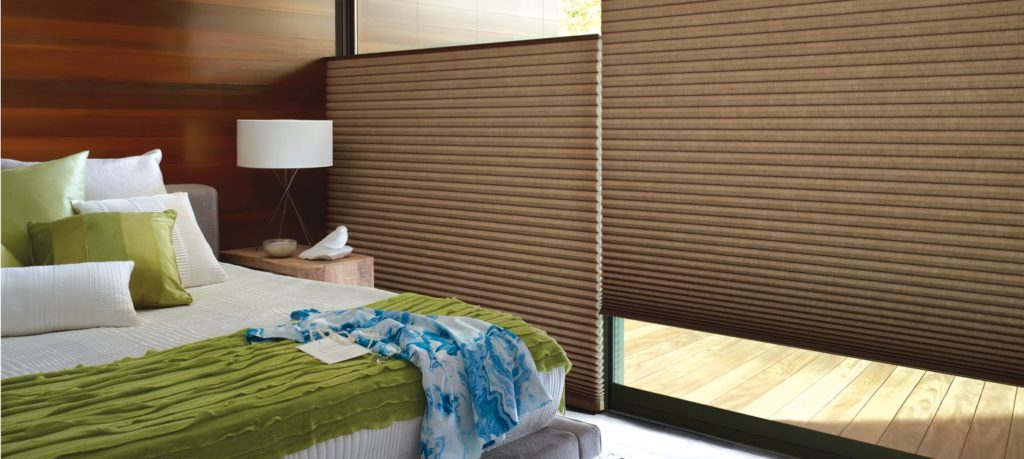 https://www.rbinteriorismo.com/images/blog/cortinas-de-celda-panel-abeja-1024x459.jpg