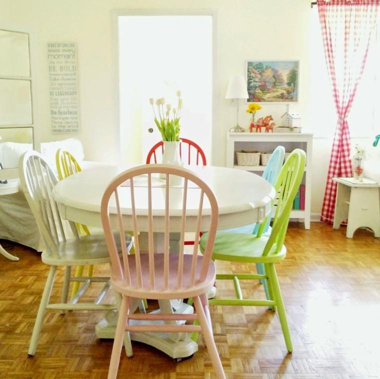 https://www.rbinteriorismo.com/images/blog/sillas-comedor-barrtas-colores-alegres-casa.jpg
